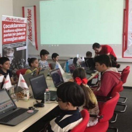 MediaMarkt ve Microsoft'dan 45 Çocuğa Kodlama Eğitimi