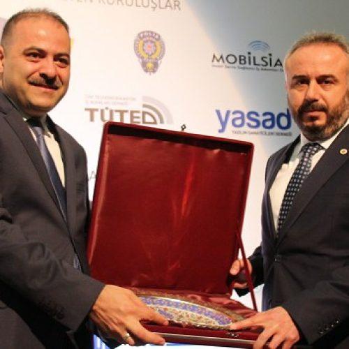 Bilişim Medyası Derneğinden Bahçeşehir Kolejine Ödül