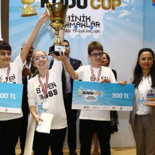 Geleceğin Bilişim Dehaları Kodu Cup'ta Turizm için Kod Yazdı